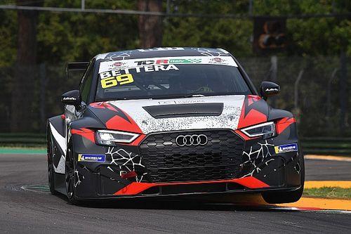 Enrico Bettera regola Luigi Ferrara e porta l'Audi RS3 LMS in pole a Imola