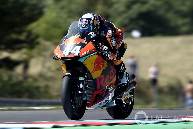 Brno Moto2: Oliveira wins thrilling four-way fight