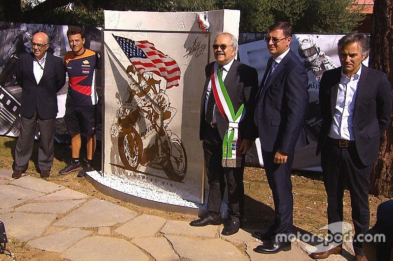 Misano inaugura un jardín en homenaje a Hayden en el lugar del atropello