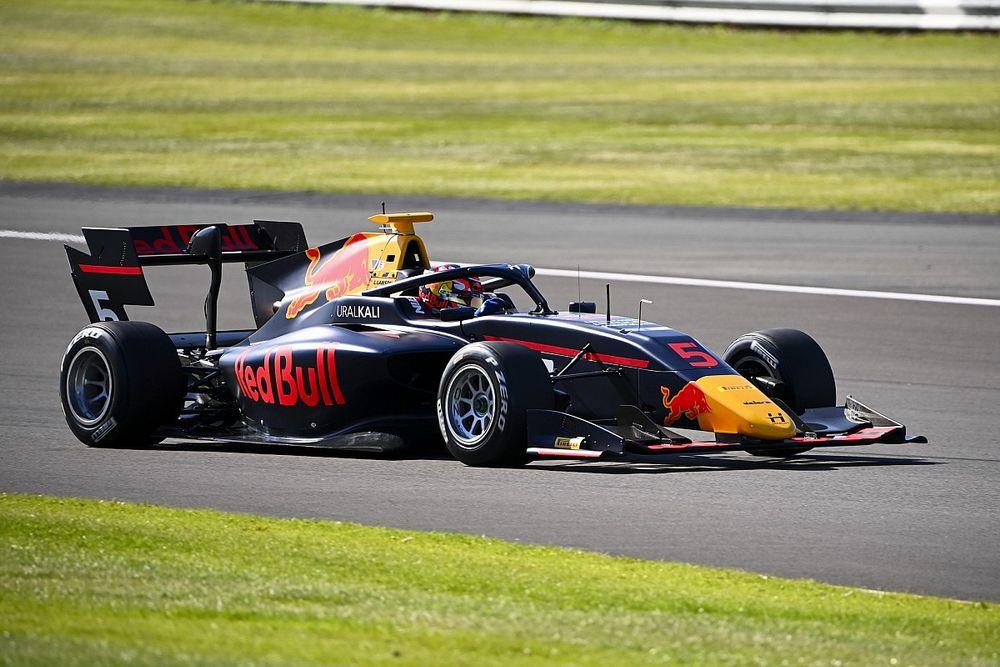 Протеже Red Bull вырвал победу у лидера Формулы 3 в Сильверстоуне