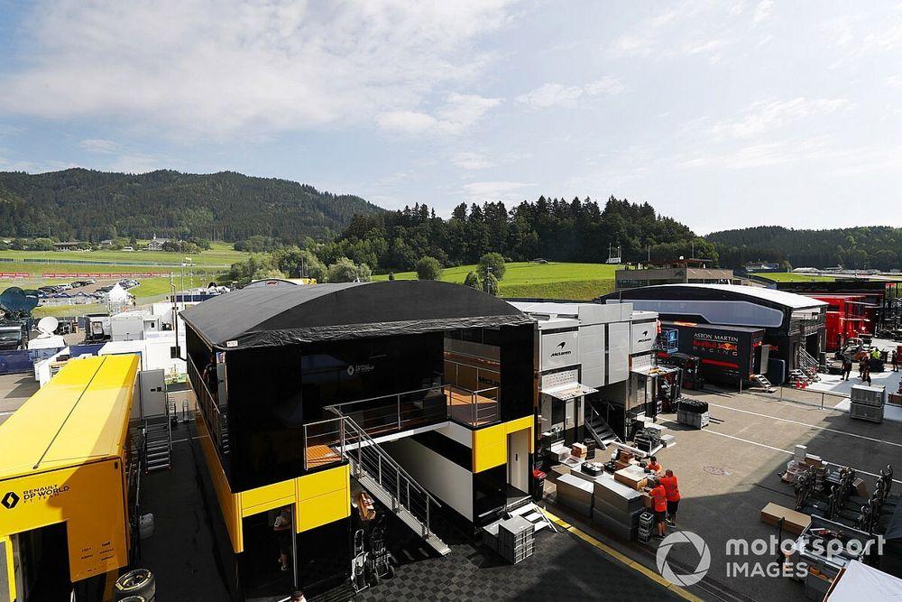 Формула 1 приехала на первый Гран При. Посмотрите, что происходит на автодроме прямо сейчас