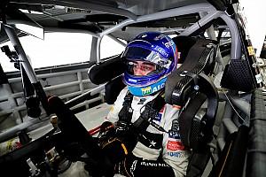 """Alonso """"très loin"""" de faire un bon tour de NASCAR à Bahreïn"""