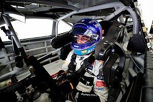 Las fotos del test de Alonso con el NASCAR