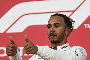 Hamilton egy Ferrarival hangol az ötödik világbajnoki címére