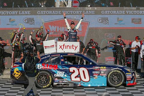Christopher Bell wins at Phoenix, earns shot at Xfinity title