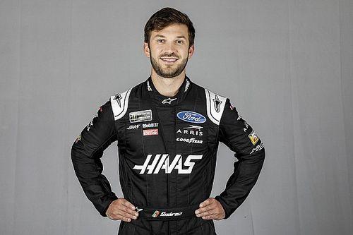 Aniversariante do dia, Suarez é anunciado como piloto da Stewart-Haas