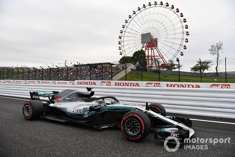 Hamilton snelste in door regen en wind geplaagde derde training