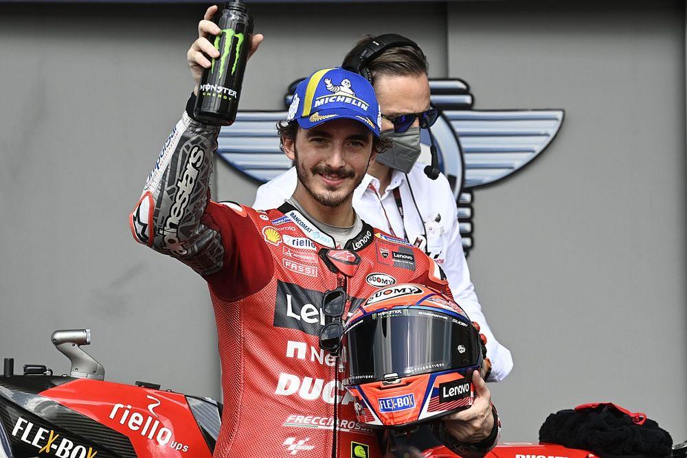Rossi: régóta nem motoroztak így a Ducatin, mint most Bagnaia