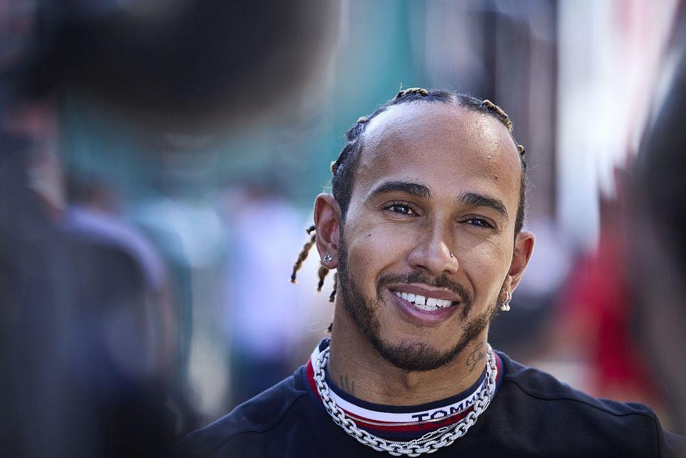 """Retroscena Red Bull: la lettera """"misteriosa"""" che attacca Lewis"""