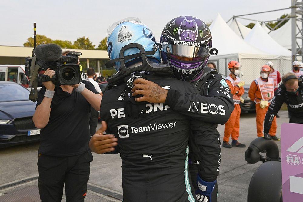 """Hamilton: """"Es genial que Bottas vaya tan bien pese a las noticias"""""""