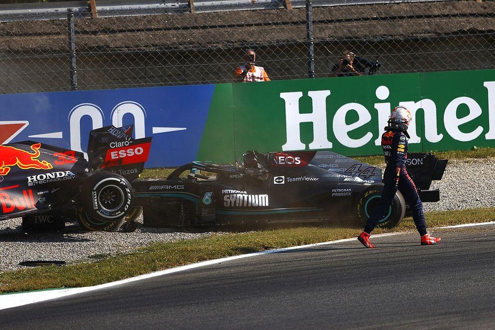 Hamiltont meglepte, hogy Verstappen csak úgy elsétált mellette az ütközésük után