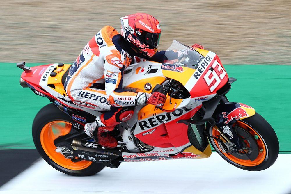 MotoGP, Silverstone, Libere 1: Marquez vola, poi demolisce la Honda