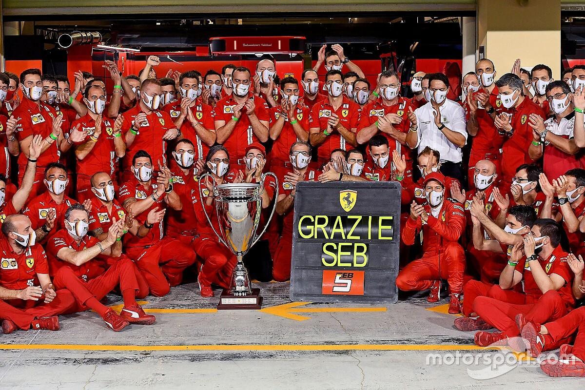 Vettel neemt geëmotioneerd (en zingend) afscheid van Ferrari