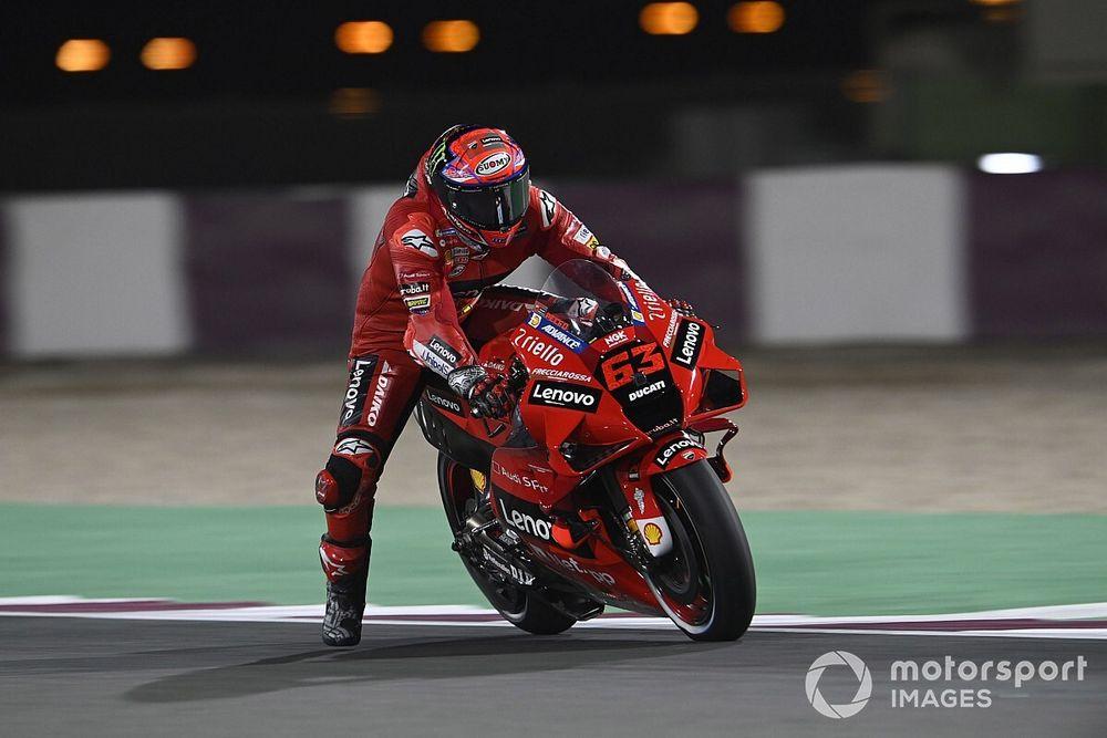Bagnaia pakt in Qatar eerste pole-position van MotoGP-carrière
