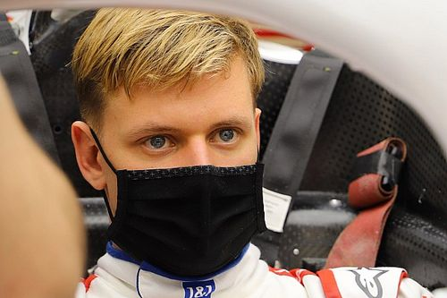 Haas fires up VF-21 F1 car prior to Bahrain test