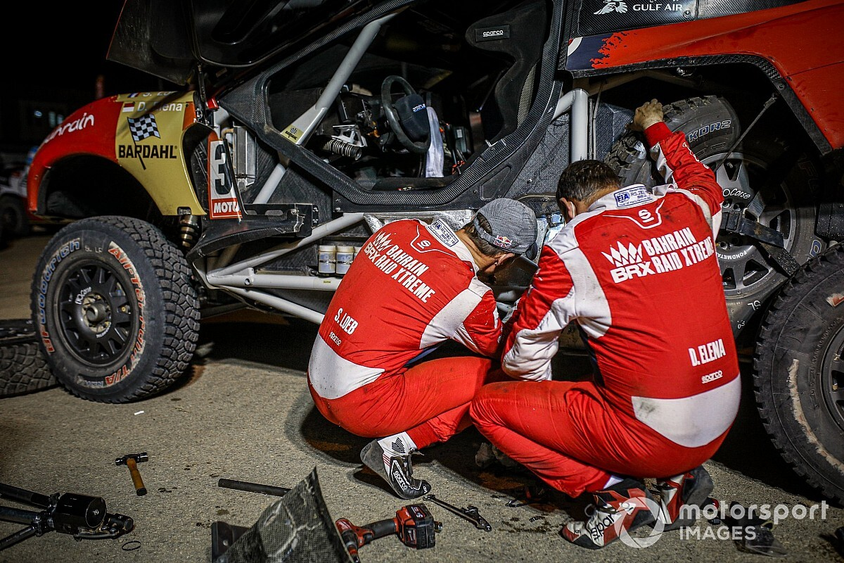 Dakar: Sebastien Loeb costretto al ritiro