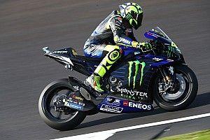 Rossi remek köre Silverstone-ból a Yamahával: videó