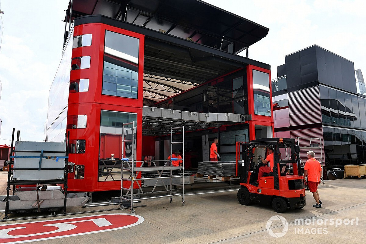 Ferrari vindt twee vluchtelingen in vrachtwagen bij Britse GP