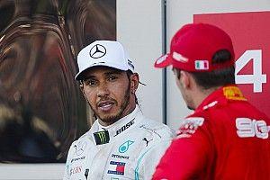 Hoppá: Hamilton a Ferrarijával pózolt Amerikában