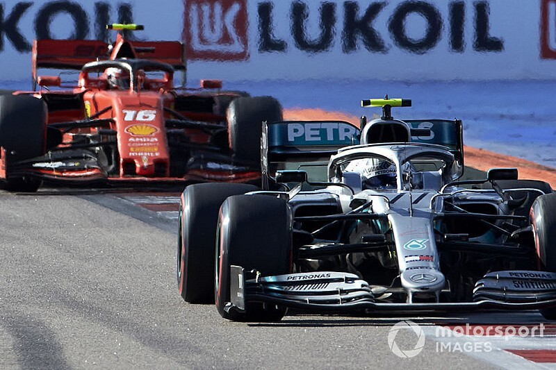 В Mercedes похвалили Боттаса за «собачий бой» с Леклером