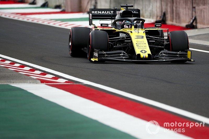Ricciardo dice que con Pérez se molestaron entre sí