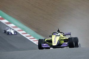 Sobota Emmy na Brands Hatch
