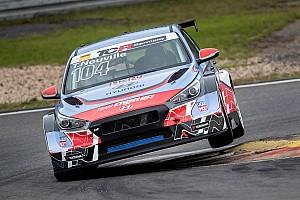 Невилль с первой попытки выиграл гонку немецкой TCR