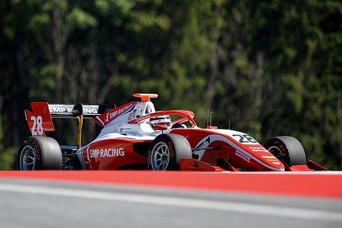 Шварцман потерял победу во второй гонке Ф3 в Австрии из-за штрафа за столкновение с партнером на последнем круге