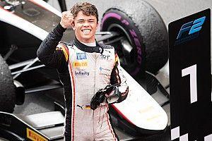 F2 Prancis: De Vries menangi feature, Gelael-Schumacher tabrakan