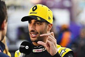 Meghökkentő jelenet - Ricciardo egyszerűen beletolatott Kvyatba