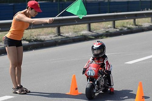 Awesome Four Year Old Motorcycle Racer