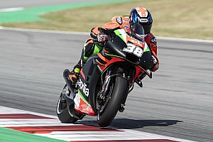Bradley Smith penalizzato per l'incidente con in cui si è infortunato Aleix Espargaro