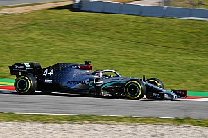 "Hamilton says Mercedes battling ""plenty of problems"""
