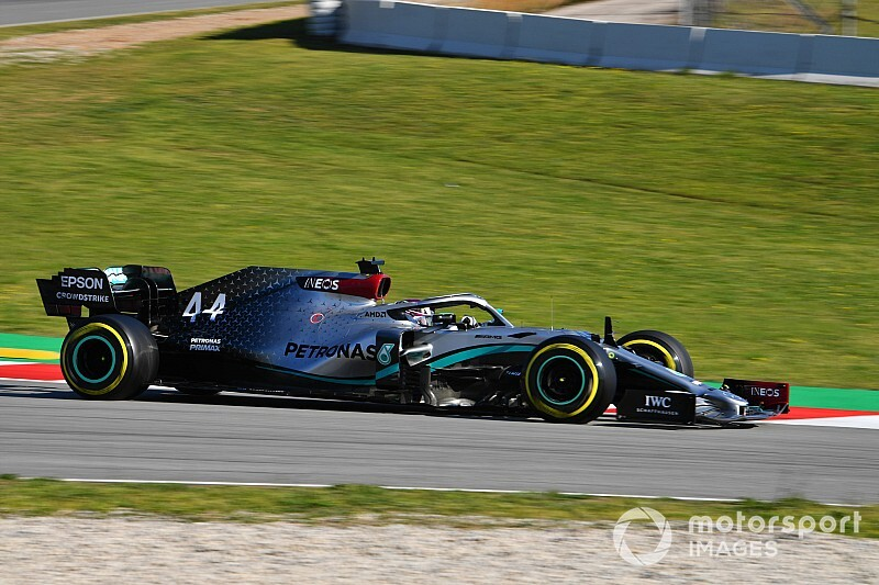 Hamilton says Mercedes battling 'plenty of problems'