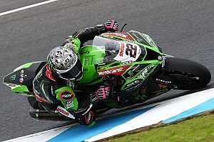 Phillip Island WSBK: Lowes holds off Rea to win finale