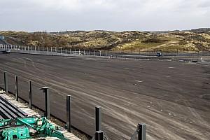 Videón a Forma-1 döntött kanyarja Zandvoortból: videó