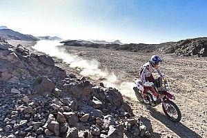 Laia Sanz sufre una dura caída pero sigue en carrera