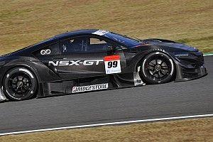 Квят прокатился по трассе в Мотеги на машине Super GT