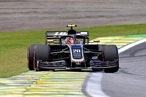 Magnussen keserű, Ricciardo elnézést kért