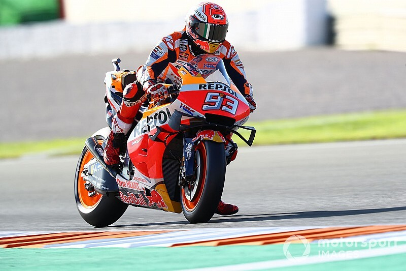 Márquez lidera el warm up tras sufrir una caída a 120 km/h