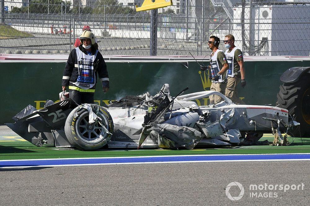 Маршалы в Сочи дали машине Ф2 сгореть почти дотла. FIA объяснила почему