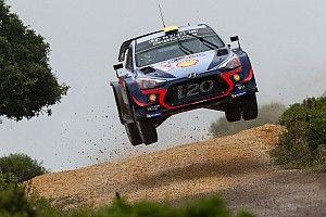 Sardegna, PS2: Mikkelsen vola in testa, lotta serrata per il podio