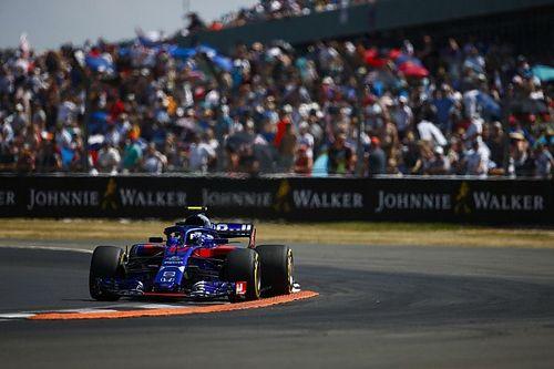 Gasly penalizzato di 5 secondi per il contatto con Perez: la Toro Rosso perde un punto