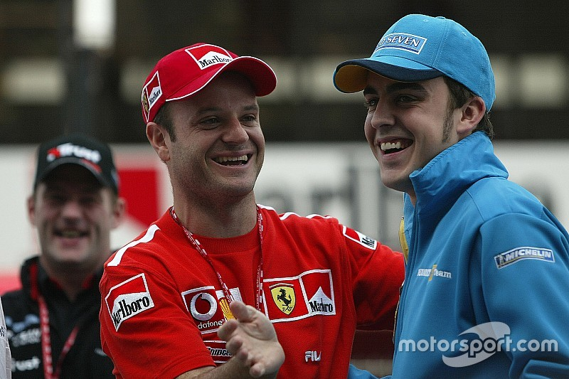 Com saída de Alonso, recorde de GPs continua com Barrichello