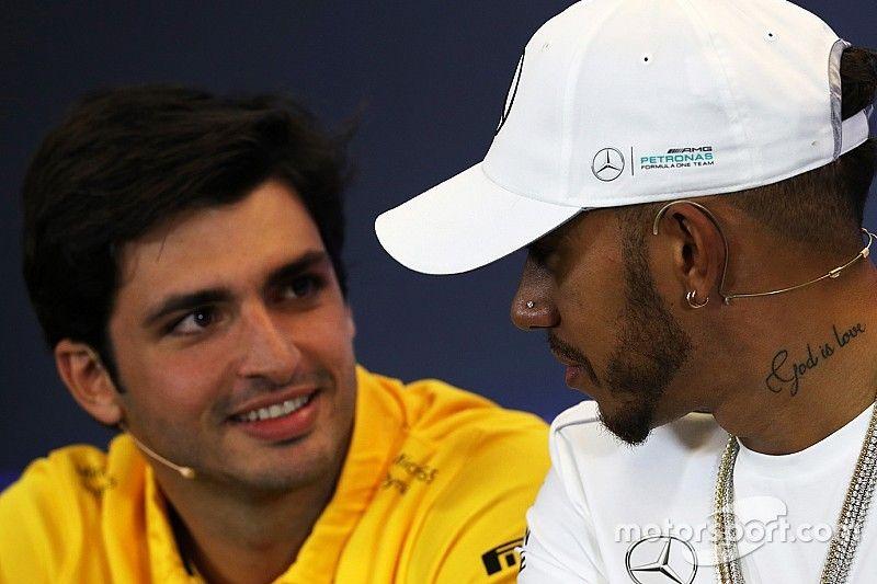 """Sainz: Hamilton est """"toujours performant sous la pression"""""""