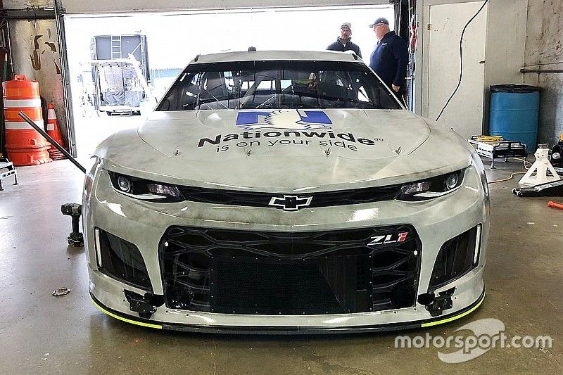 Five Cup drivers take part in Michigan tire test