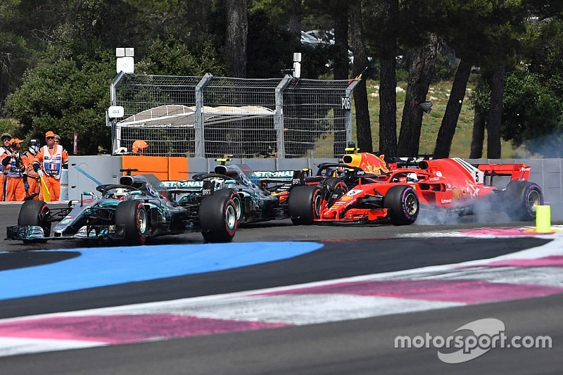 """Hamilton : Comme si Vettel """"n'avait plus pensé"""""""