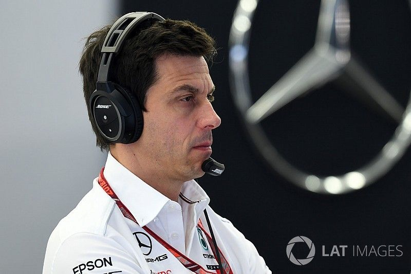 В Mercedes возложили на шины вину за поражение в квалификации