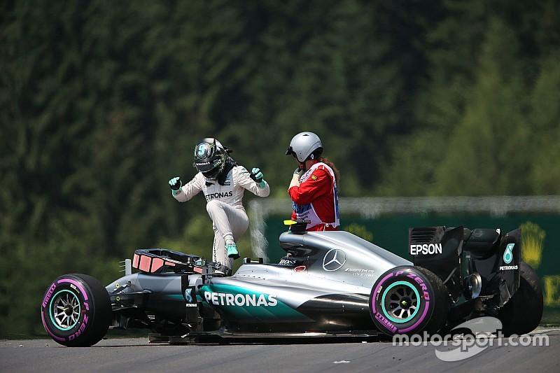 Mercedes закликає FIA змінити бордюри за ніч