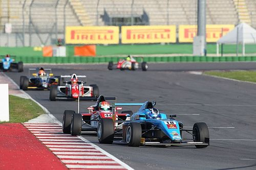Marcos Siebert fa sua Gara 3 davanti a Simone Cunati e Ye Yifei